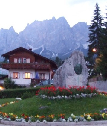 Cortina d'Ampezzo: Tourist and Travel Guide from Italy Heaven