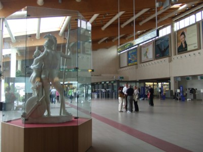 Treviso Airport, interior: Copy of statue by local sculptor Canova, after whom the new airport is named